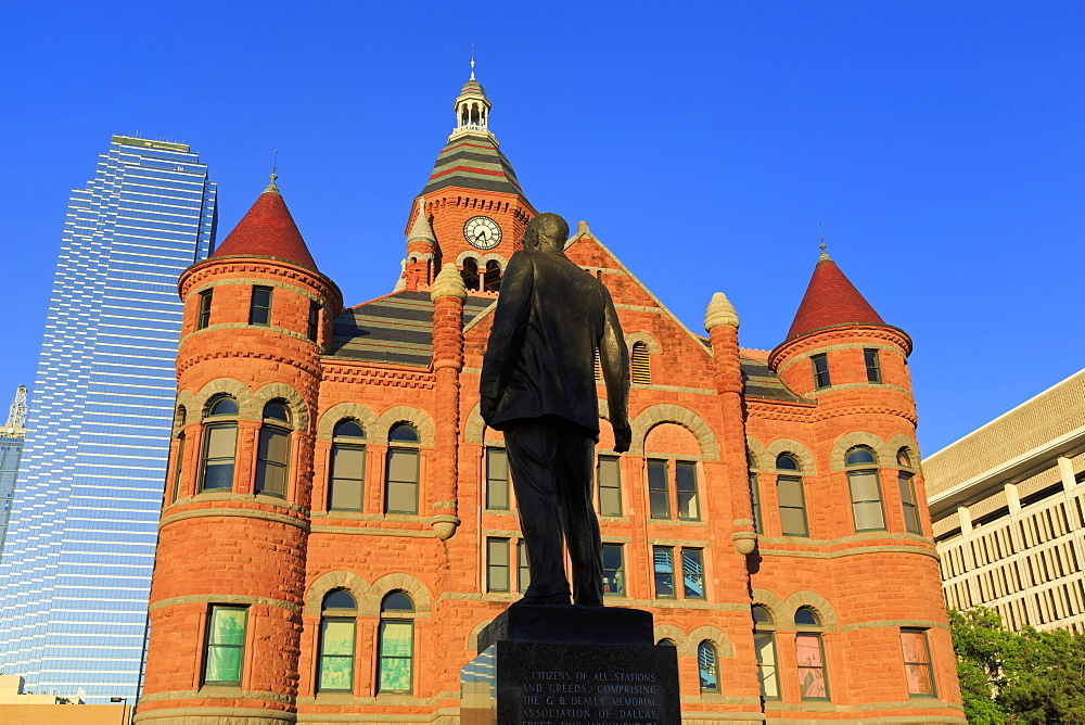 George Dealey statue and Old Red Museum, Dealey Plaza, Dallas, Texas, United States of America, North America - 776-4700