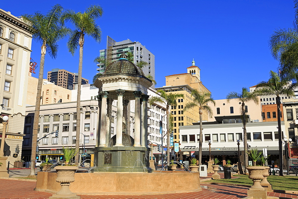 Broadway Fountain, Horton Plaza Park, Gaslamp Quarter, San Diego, California, United States of America, North America