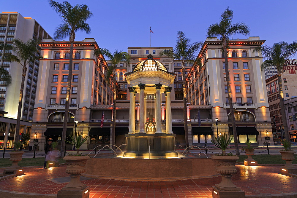 Broadway Fountain and U.S. Grant Hotel, Gaslamp Quarter, San Diego, California, United States of America, North America