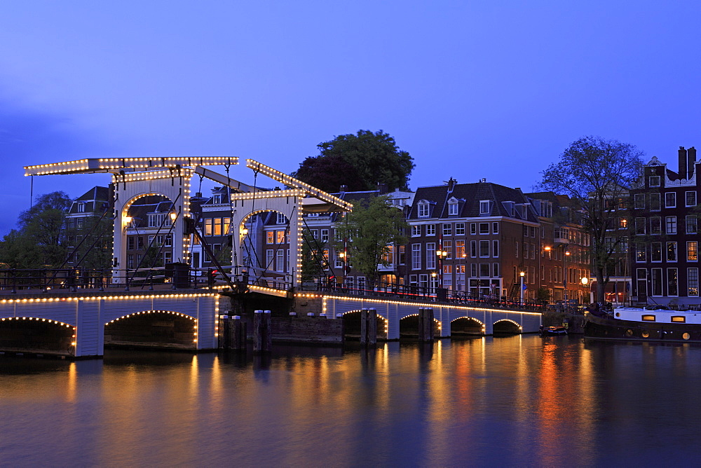 Magere Brug (Skinny Bridge), Amsterdam, North Holland, Netherlands, Europe - 776-5332