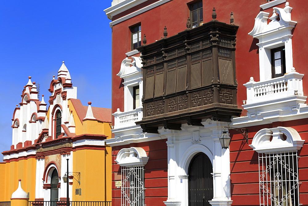 Compania de Jesus Church, Plaza de Armas, Trujillo, Peru, South America - 776-5353