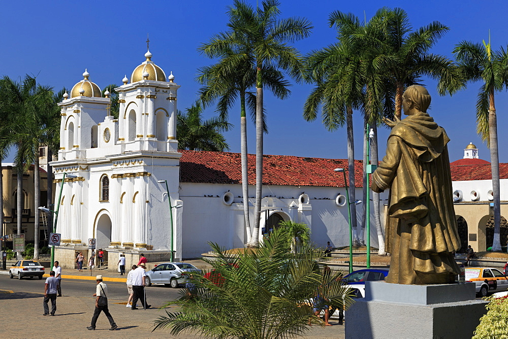 San Agustin Church and Hidalgo statue, Main Square, Tapachula City, State of Chiapas, Mexico, North America