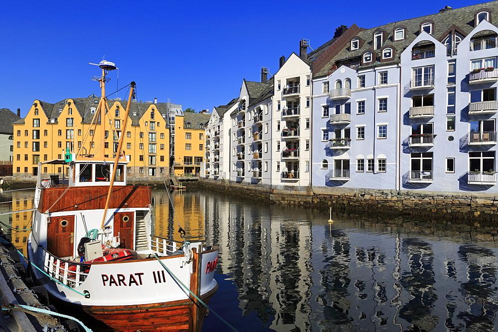 Inner Harbor, Alesund City, More og Romsdal County, Norway, Scandinavia, Europe