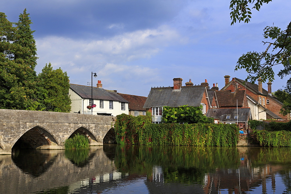 Seven arched bridge, Fordingbridge Town, New Forest, Hampshire, England, United Kingdom, Europe