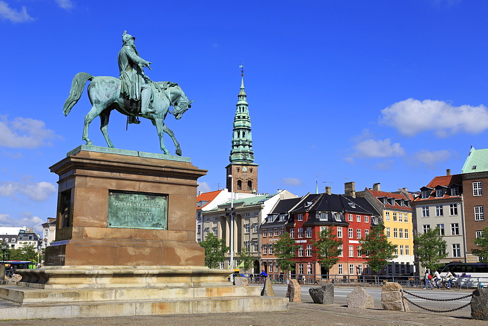 Frederik VII Statue, Christiansborg Palace, Copenhagen, Zealand, Denmark, Europe - 776-5718