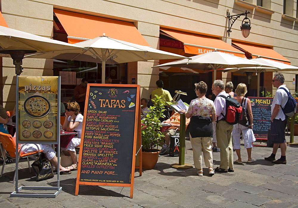 Tapas restaurant, Avda de la Catedral, Gothic Quarter, City of Barcelona, Catalonia, Spain, Europe