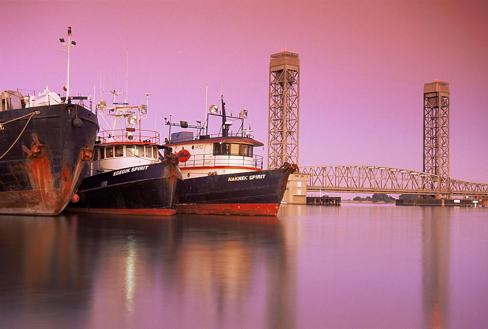 Tug boats, Sacramento River, Rio Vista, Delta Region, California, United States of America, North America