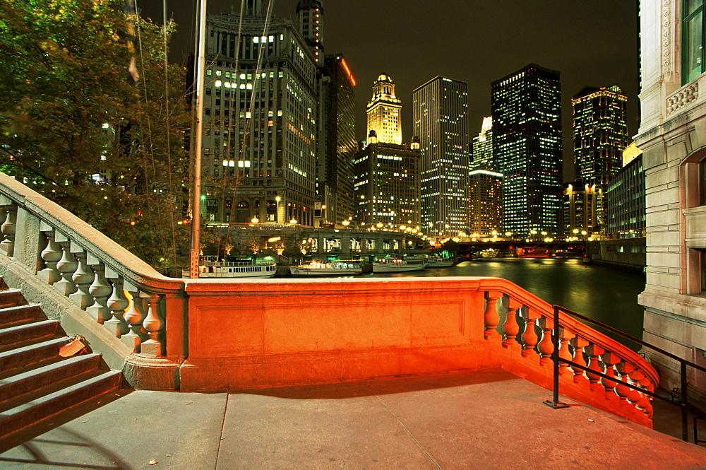 Chicago River from Michigan Avenue Bridge, Downtown Chicago, Illinois, United States of America, North America