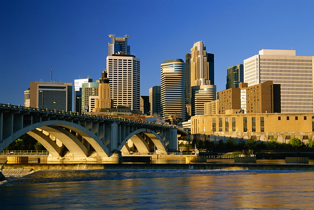 Mississippi River and city skyline, Minneapolis, Minnesota, United States of America, North America