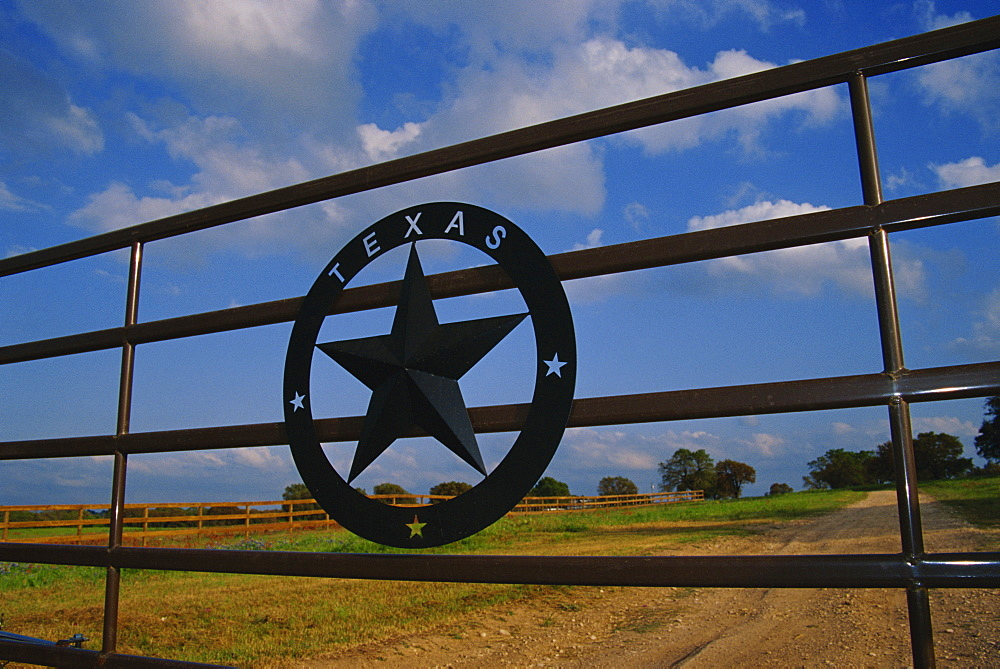 Ranch gate, Stonewall, Hill Country area, Austin, Texas, United States of America, North America