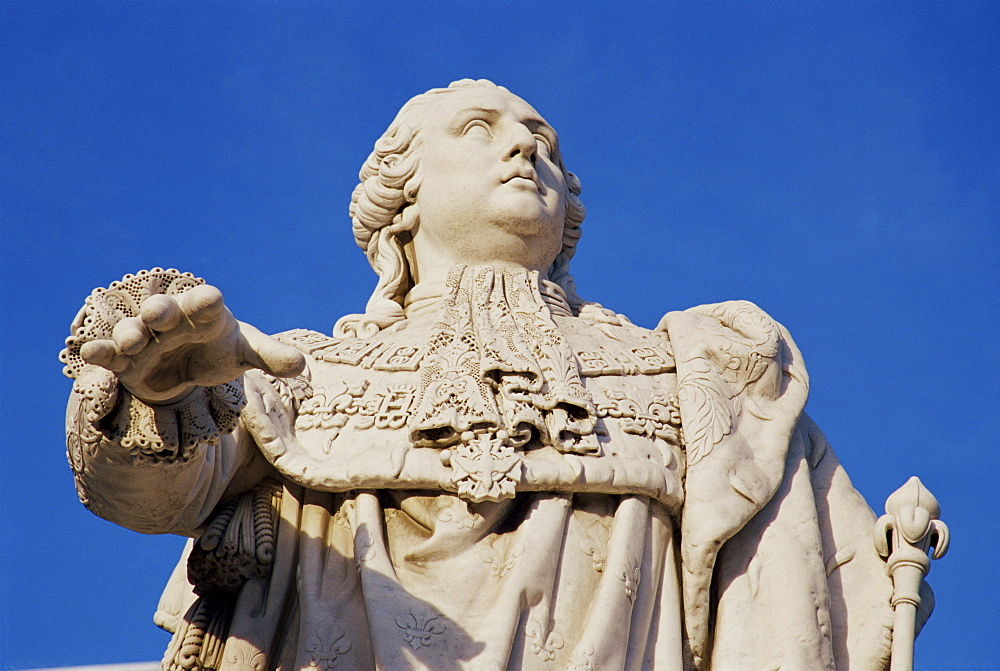Statue of King Louis XVI, downtown Louisville, Kentucky, United States of America, North America