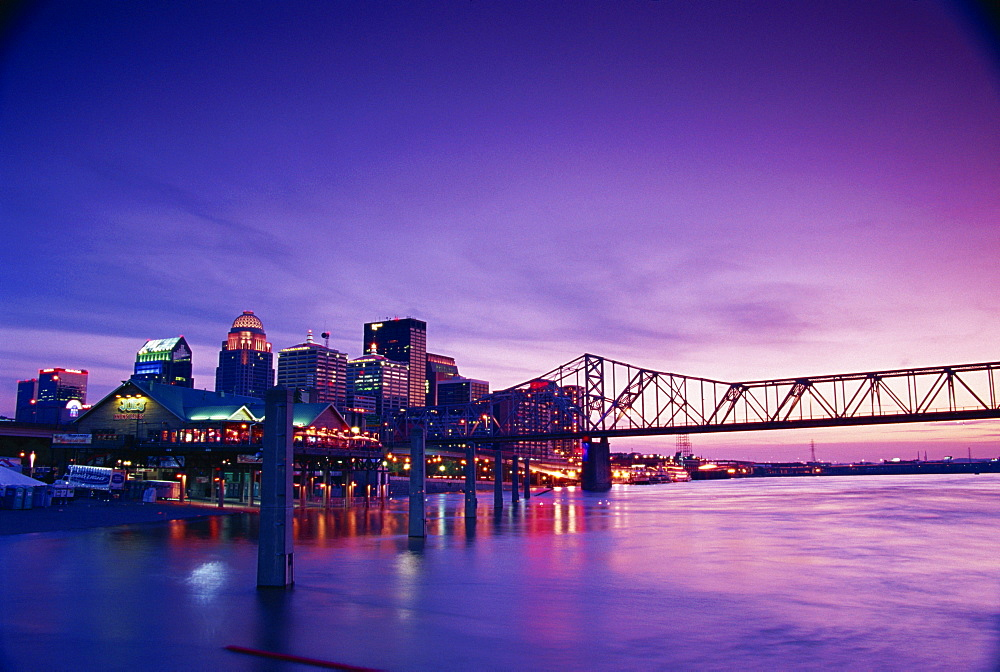 Second Street Bridge and city skyline, Louisville, Kentucky, United States of America, North America