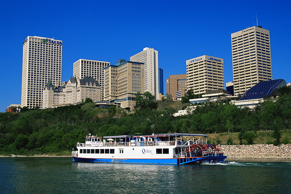Edmonton Queen paddle boat passing the city, Edmonton, Alberta, Canada, North America