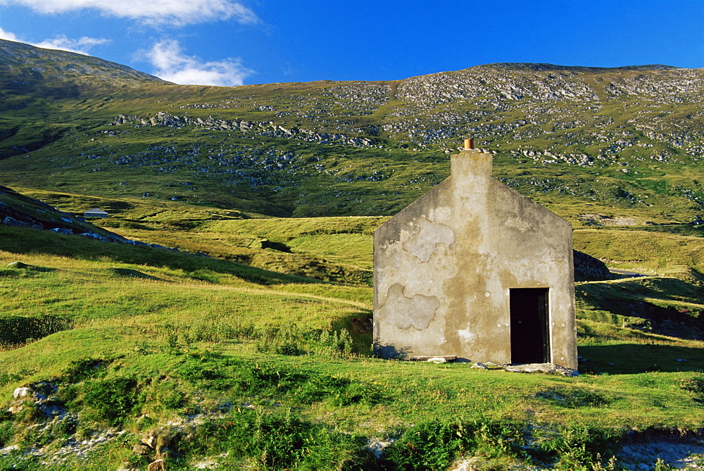 Ruin of cottage, Keem Beach, Achill Island, County Mayo, Connacht, Republic of Ireland, Europe