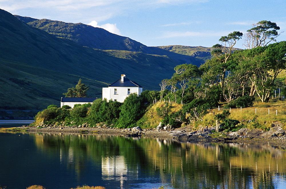 Leenane Village, Killary Harbour, County Mayo, Republic of Ireland, Europe