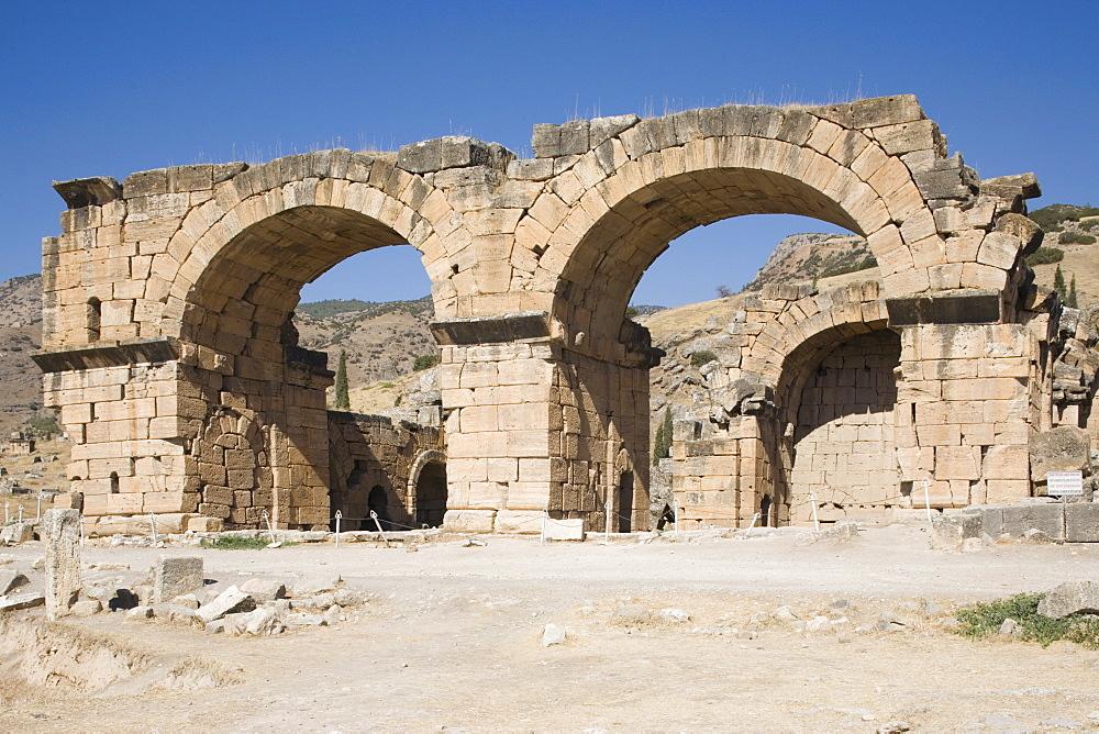 Church and baths, archaeological site of Hierapolis, Pamukkale, UNESCO World Heritage Site, Anatolia, Turkey, Asia Minor, Eurasia - 783-100