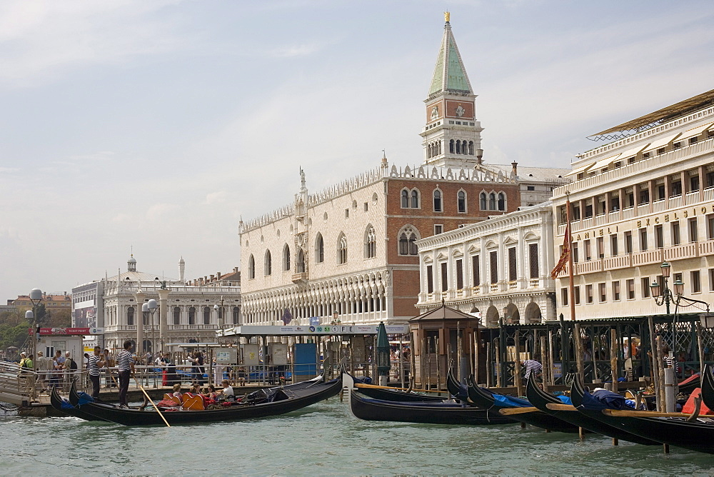 Waterfront, Doge's Palace, The Zecca, San Marco, Venice, UNESCO World Heritage Site, Veneto, Italy, Europe - 783-117