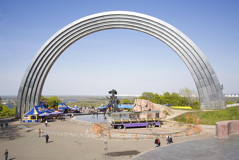 Friendship of the Peoples Monument, Khreschaty Park, Kiev, Ukraine, Europe - 783-46
