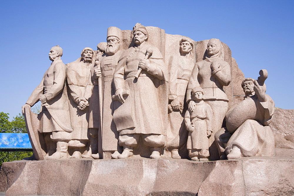 Granite monument of the participants of the Pereyaslavska Rada of 1654, Khreschaty Park, Kiev, Ukraine, Europe - 783-47