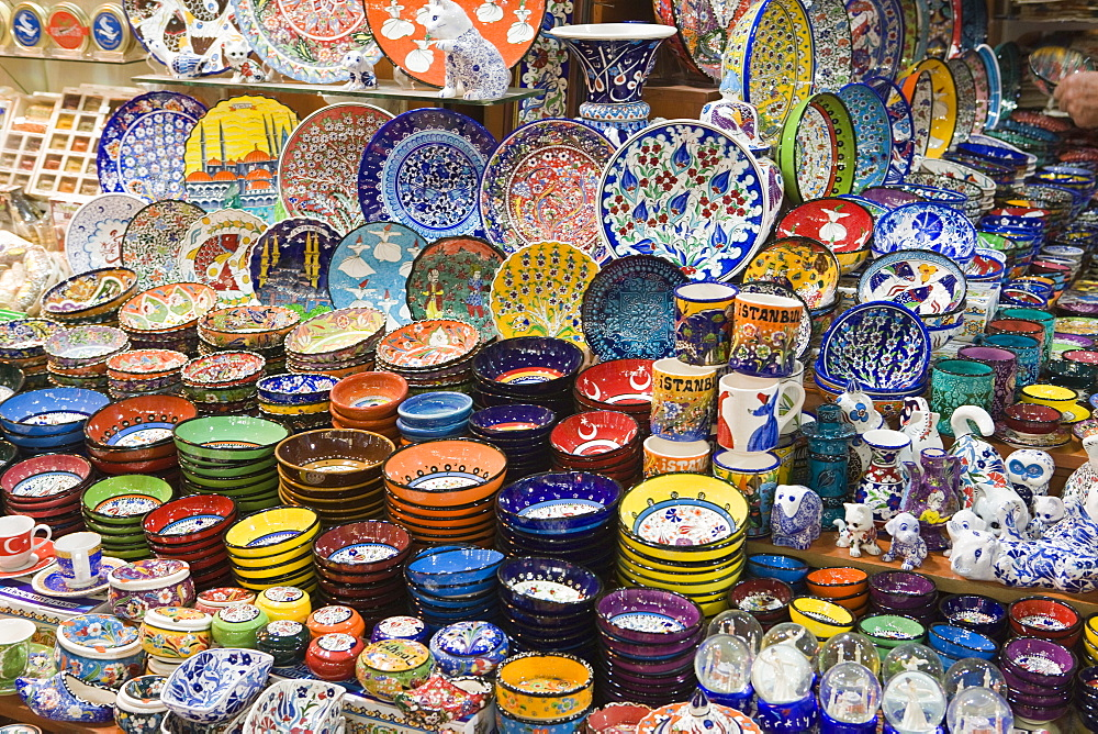 Traditional Turkish decorative pottery for sale, Grand Bazaar (Great Bazaar), Istanbul, Turkey, Europe - 785-1091