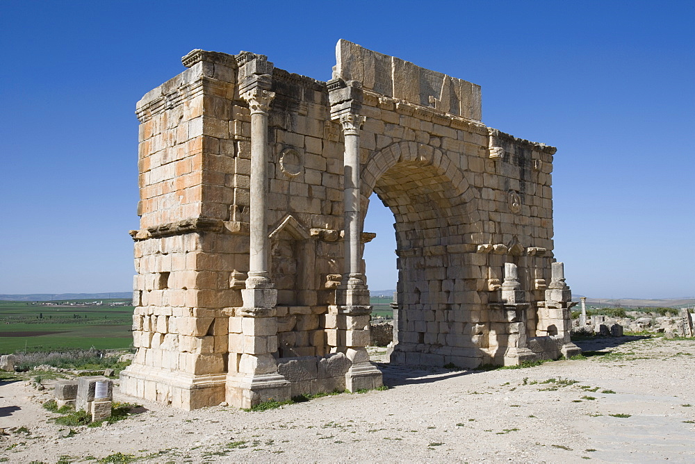 Triumphal Arch ruin, Volubilis, UNESCO World Heritage Site, Morocco, North Africa, Africa