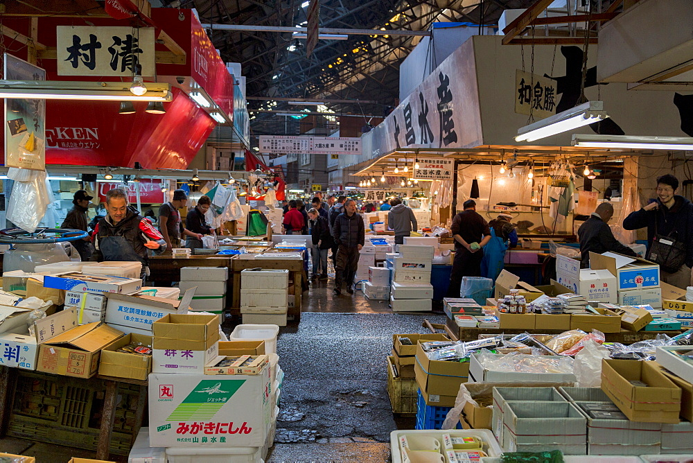 Stalls in the busy Tsukiji Fish Market in Tokyo, Japan, Asia
