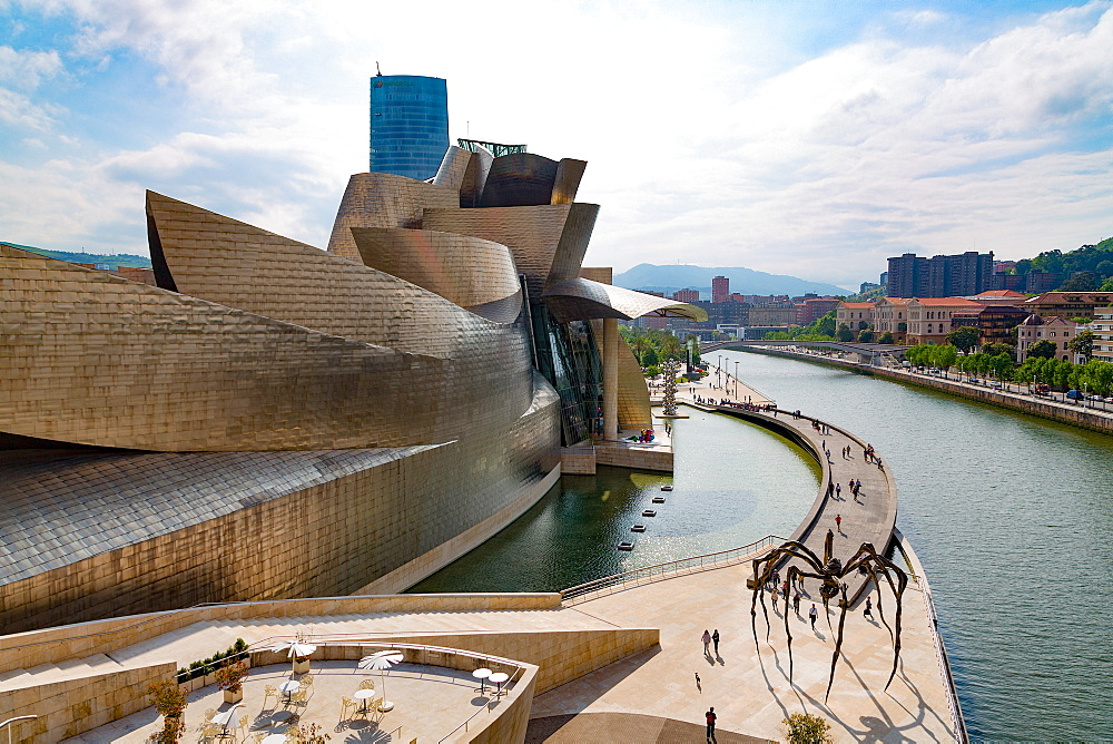 The Guggenheim Museum, designed by Frank Gehry, Bilbao, Biscay (Vizcaya), Basque Country (Euskadi), Spain, Europe - 785-2099