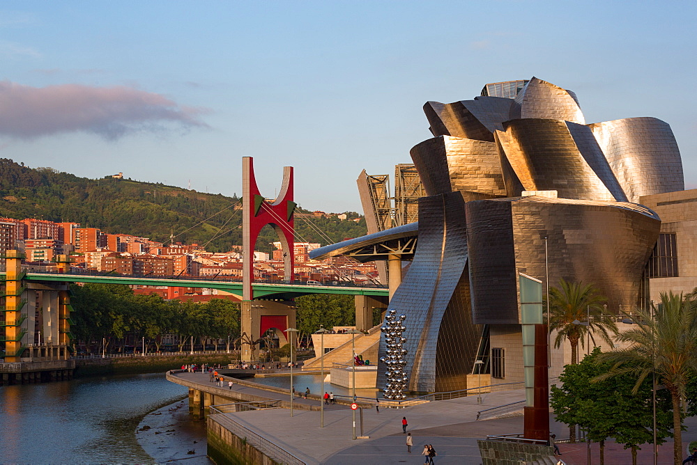 The Guggenheim Museum, designed by Frank Gehry, Bilbao, Biscay (Vizcaya), Basque Country (Euskadi), Spain, Europe - 785-2101