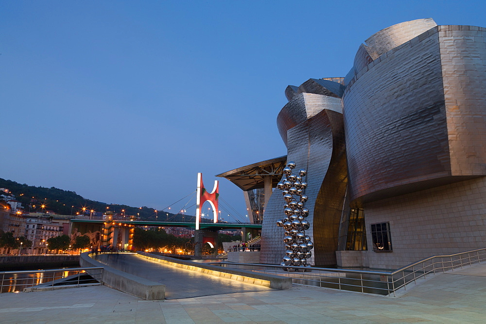 The Guggenheim Museum, designed by Frank Gehry, Bilbao, Biscay (Vizcaya), Basque Country (Euskadi), Spain, Europe - 785-2105