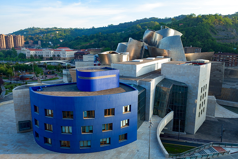 The Guggenheim Museum, designed by Frank Gehry, Bilbao, Biscay (Vizcaya), Basque Country (Euskadi), Spain, Europe - 785-2108