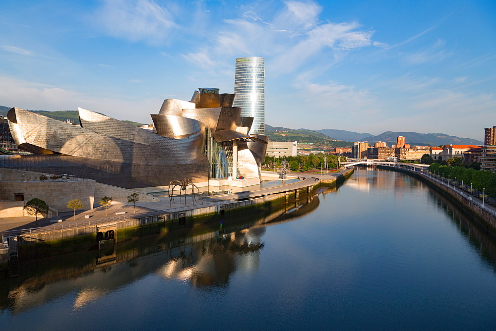The Guggenheim Museum, designed by Frank Gehry, Bilbao, Biscay (Vizcaya), Basque Country (Euskadi), Spain, Europe - 785-2109