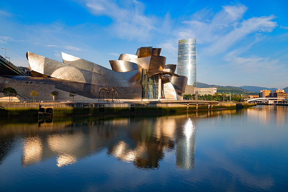 The Guggenheim Museum, designed by Frank Gehry, Bilbao, Biscay (Vizcaya), Basque Country (Euskadi), Spain, Europe - 785-2110
