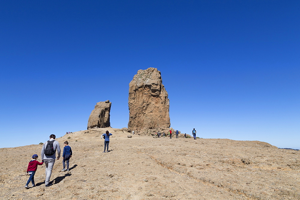 People enjoying hiking to the volcanic Roque Nublo in the Nublo Rural Park in the centre of Gran Canaria, Canary Islands, Spain, Atlantic, Europe