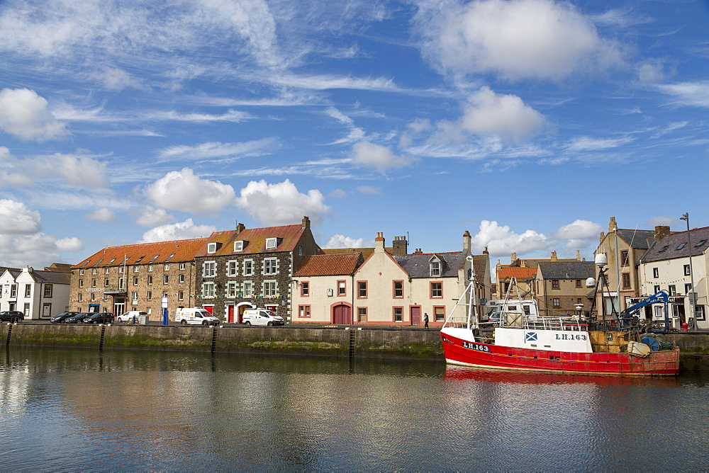 Traditional fishing boat in the sheltered harbour at Eyemouth, Berwickshire, Scottish Borders, Scotland, United Kingdom, Europe - 785-2338