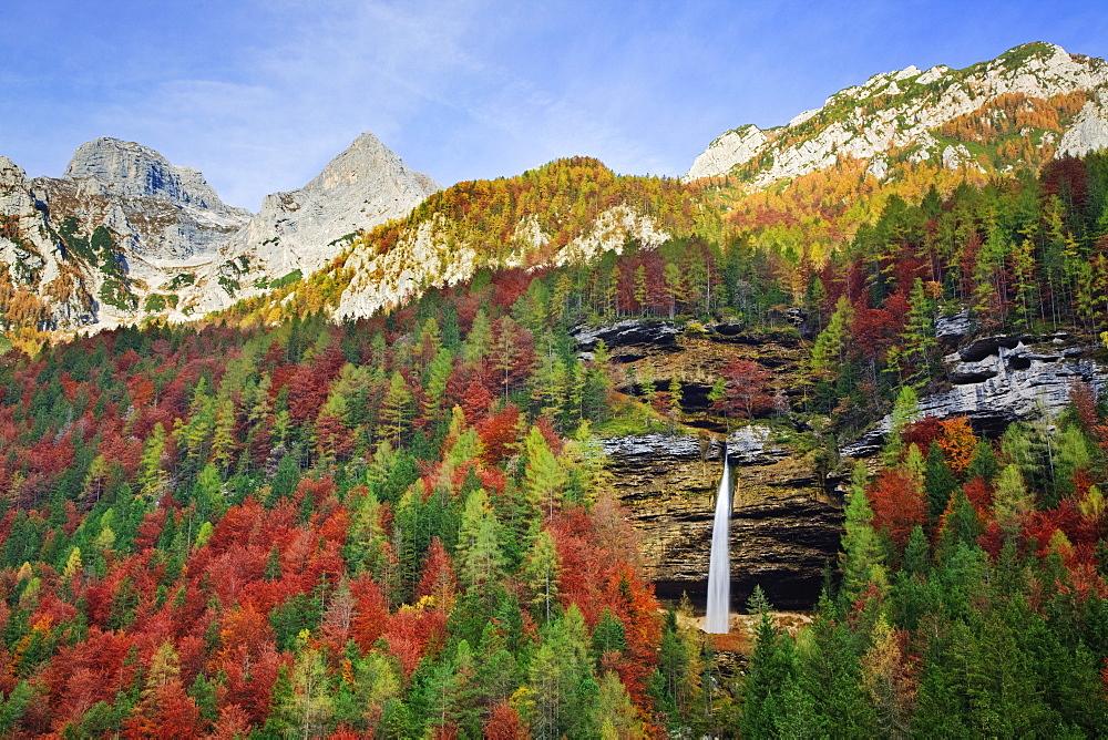 Slap Pericnik waterfall in autumn, Vrata Valley, Triglavski National Park, Gorenjska, Slovenia, Europe - 789-239