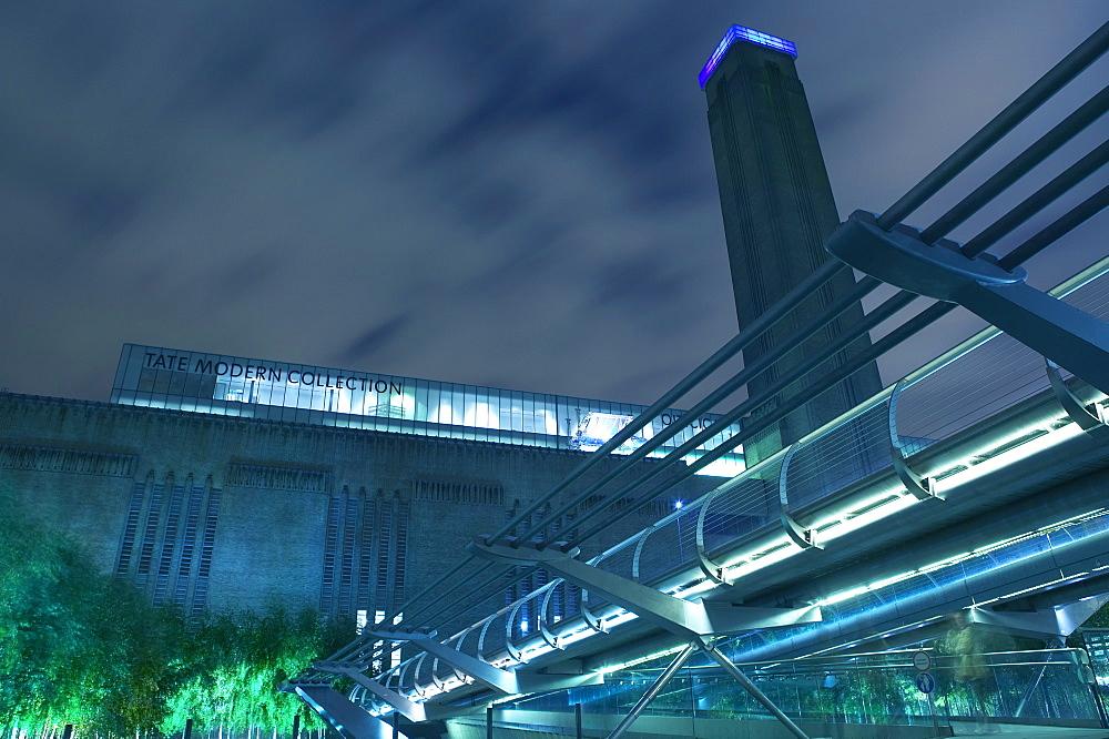 Tate Modern Gallery and the Millennium Bridge, London, England, United Kingdom, Europe