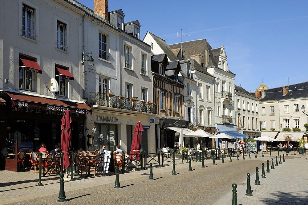 Alfresco cafes, Place Michel Debre, Amboise, UNESCO World Heritage Site, Indre-et-Loire, Centre, France, Europe