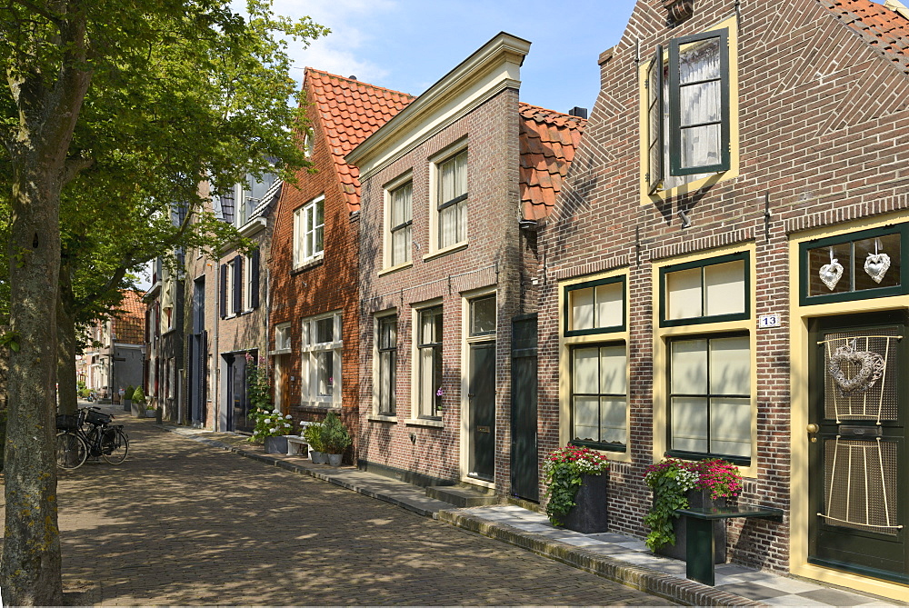 Street of uniquely individual Dutch houses, Zuider Havendijk, Enkhuizen, North Holland, Netherlands, Europe - 792-770