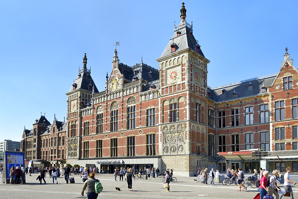 Central Railway Station, Stationsplein, Amsterdam, North Holland, Netherlands, Europe