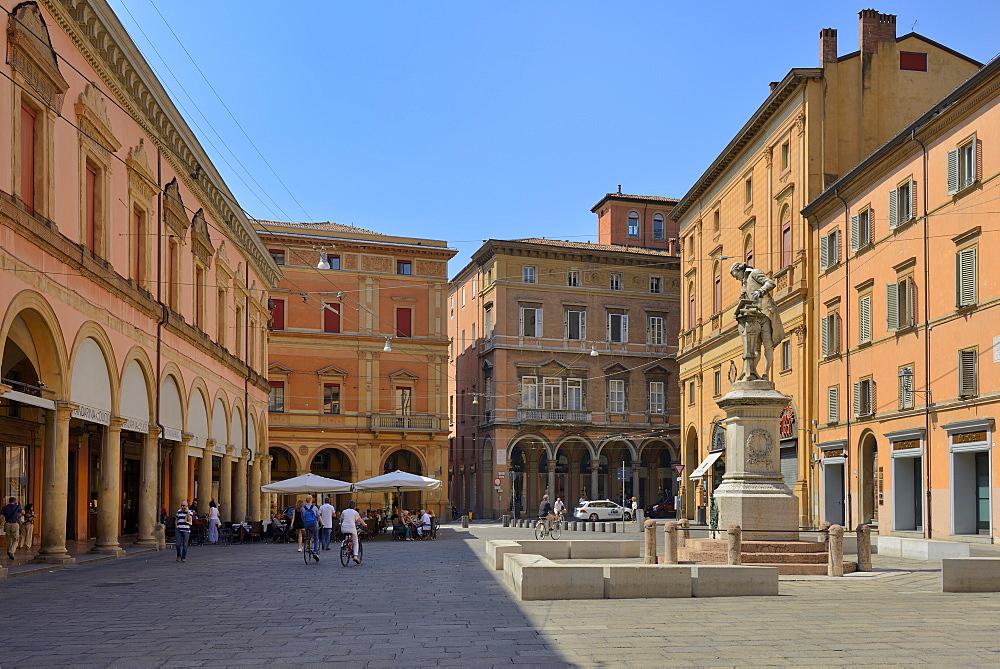 Statua di Luigi Galvani, Piazza Galvani, Bologna, Emilia-Romagna, Italy, Europe - 792-820