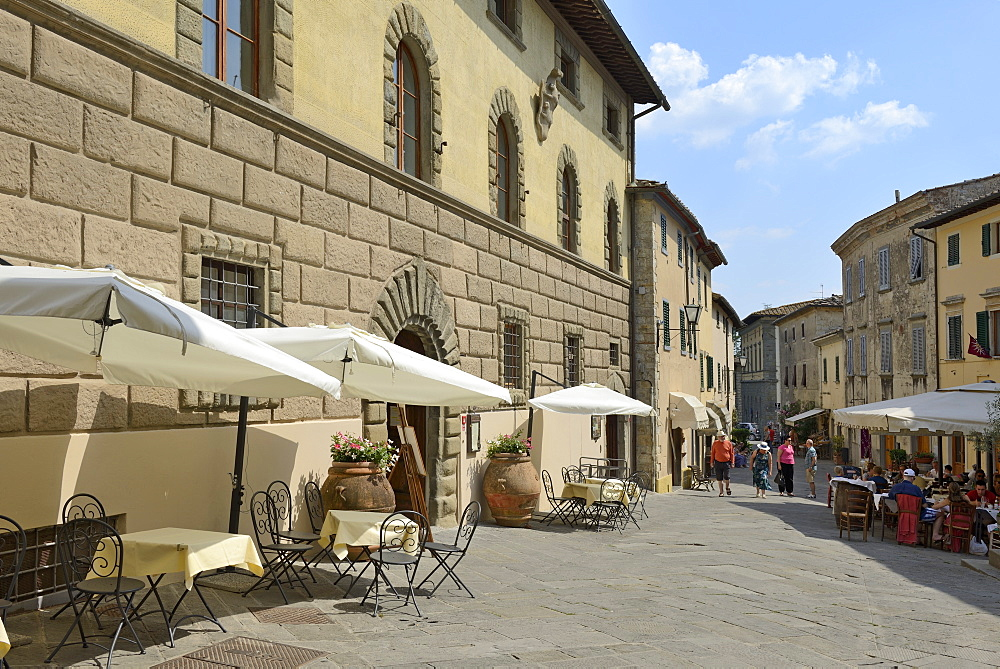 Shops and restaurants, Via Ferruccio, Castellina in Chianti, Siena Province, Tuscany, Italy, Europe - 792-824