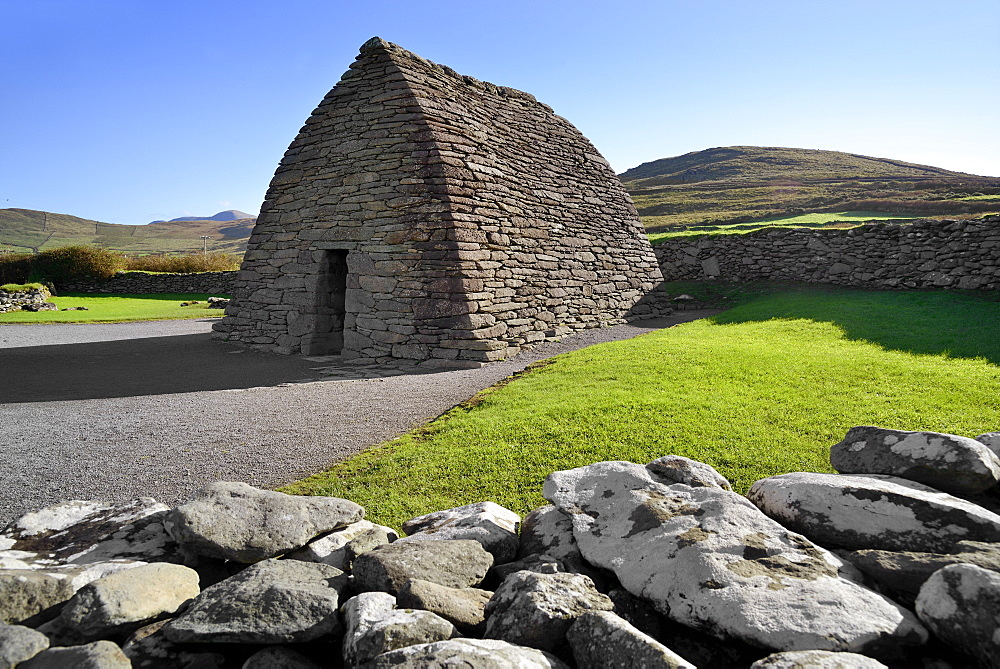 Gallarus Oratory, early Christian church, Dingle Peninsula, Wild Atlantic Way, County Kerry, Munster, Republic of Ireland, Europe