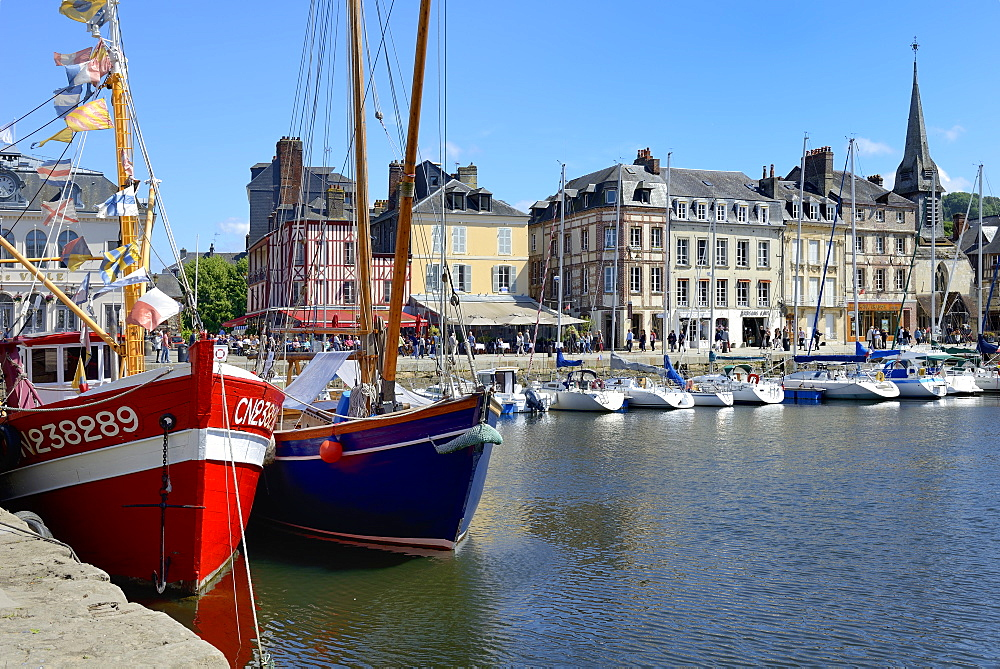The Vieux Bassin (Old Harbour) and St. Catherine's Quay, Honfleur, Calvados, Basse Normandie (Normandy), France, Europe - 792-868