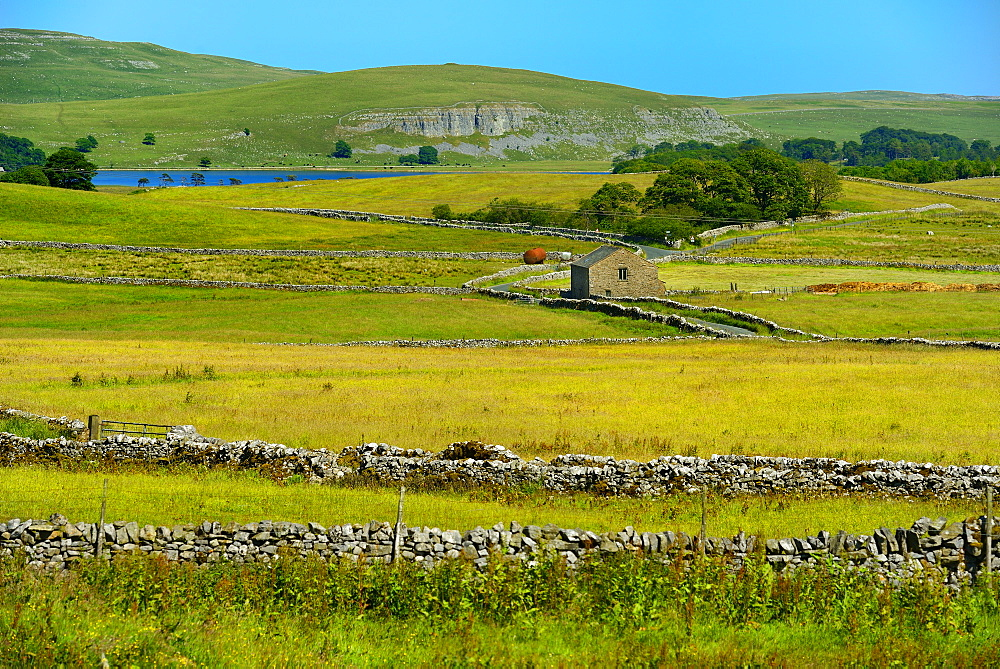Looking towards Malham Tarn, Ribblesdale, Yorkshire Dales National Park, North Yorkshire, England, United Kingdom, Europe - 792-880