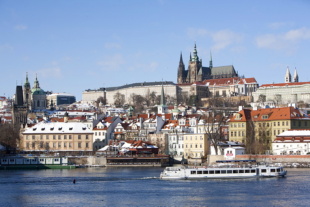 Prague Castle, St. Vitus Cathedral, and view of Malostranska from Charles Bridge, UNESCO World Heritage Site, Prague, Czech Republic, Europe - 793-1124
