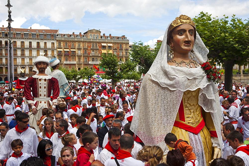 Giants of Pamplona procession, San Fermin Fiesta, Plaza del Castillo, Pamplona, Navarra, Spain, Europe - 793-1146