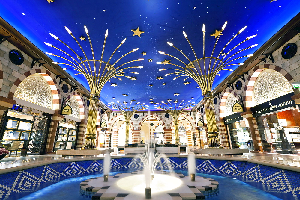 Gold Souk, Dubai Mall, the largest shopping mall in the world with 1200 shops, part of the Burj Khalifa complex, Dubai, United Arab Emirates, Middle East