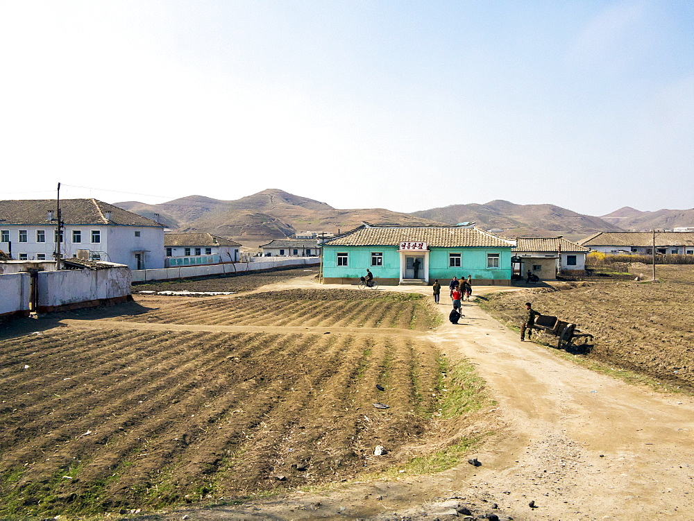 Countryside between Pyongyang and Kaesong, Democratic People's Republic of Korea (DPRK), North Korea, Asia