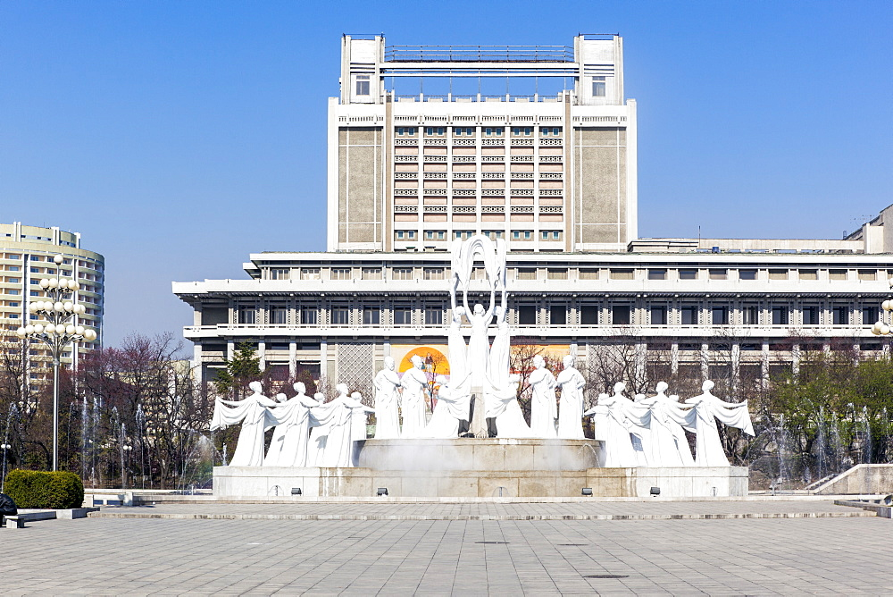 Mansudae Arts Theatre and fountains, Pyongyang, Democratic People's Republic of Korea (DPRK), North Korea, Asia