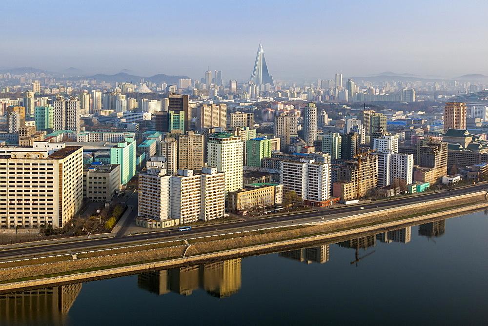 Pyongyang and the River Taedong, Pyongyang, Democratic People's Republic of Korea (DPRK), North Korea, Asia - 794-3490